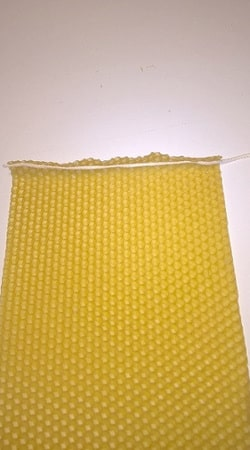Svíčky ze včelího vosku stáčené 1