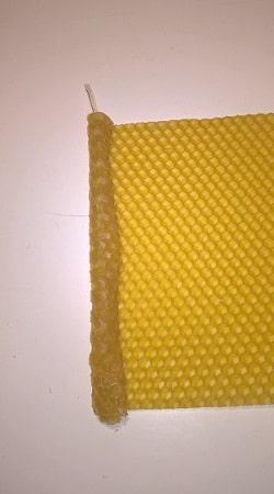 Svíčky ze včelího vosku stáčené 2